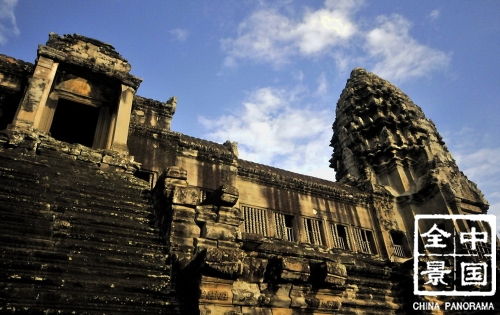SEA-06  Cambodia and Thailand – Ruined Cities, Tropical Islands